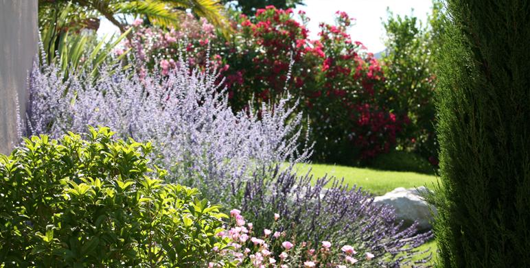 Residential garden Les Pennes Mirabeau 13
